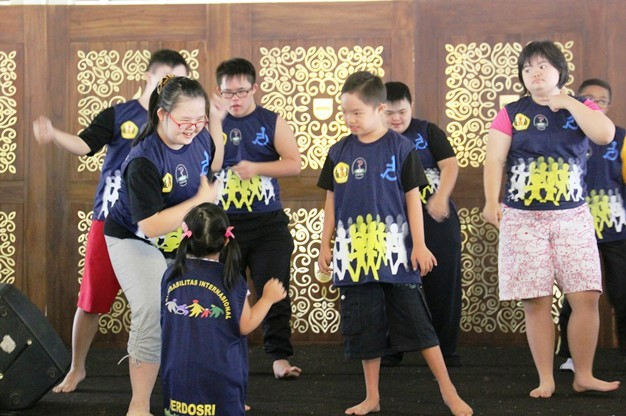 3-dancing-down-syndrome-children